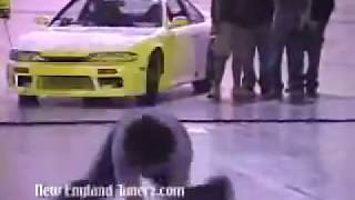 Hot girls shakin their asses at a car show!