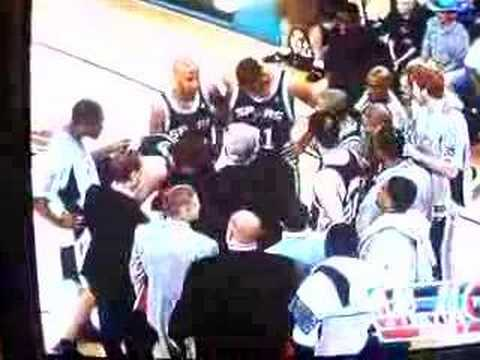 damon stoudamire gets pushed by kurt thomas, then gets ginoblis sweaty towel thrown on him.