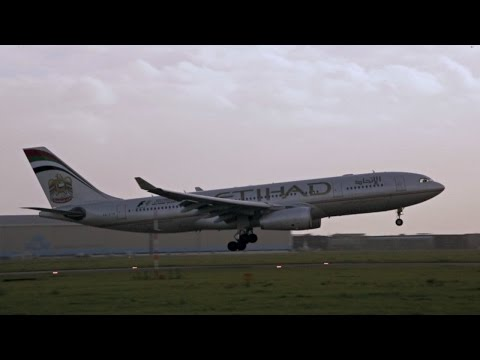 Etihad Airways - Airbus A330-243 EY77 A6-EYQ - Landing on Schiphol Airport, Slowmotion