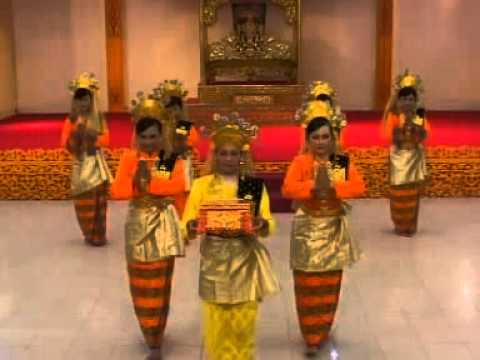 Pembakuan Tari Persembahan Oleh Lembaga Adat Melayu Riau (lamr), Provinsi Riau, video