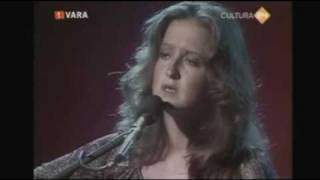 Watch Bonnie Raitt Nothing Seems To Matter video