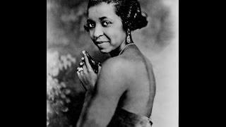 Watch Ethel Waters Am I Blue video