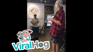 Coffee Shop Musician Sings Surprise Duet with Matisyahu without Knowing It || ViralHog