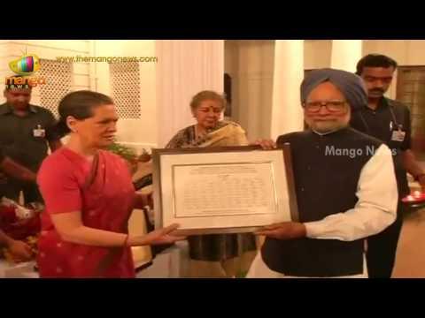 Sonia Gandhi hosts farewell dinner for PM Manmohan Singh