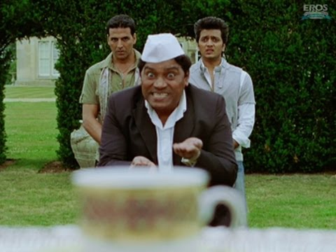 Asin drops coffee on Johnny Lever - Housefull 2