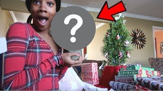 Unwrapping my Christmas gifts + Iceskating in NYC !