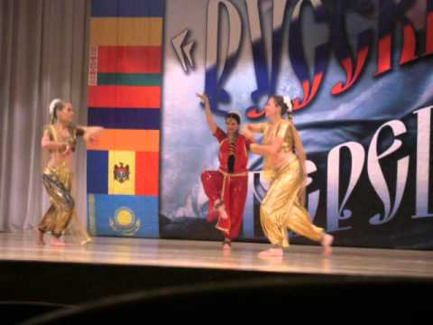 Minsara Poove Indian Dance.avi video