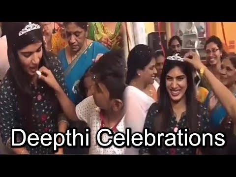 సంబరాలలో మునిగితేలిన దీప్తి నల్లమోత్తు | Deepthi Nallamothu Celebrations at Home #9RosesMedia