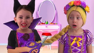Alice Dress Up as Rapunzel and plays with magical mirrors | best Princesses Stories