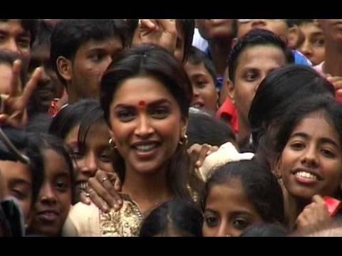 Dahi Handi Celebrations In Tilak Waadi With Neil & Deepika - Lafangey Parindey