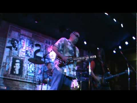 Jimmy Thackery rocking with his new Rambler Travel Guitar 20110528232115.mpg