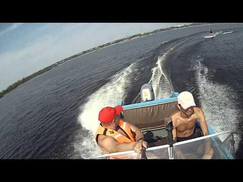видео покатушки на моторных лодках