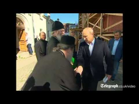 Vladimir Putin shies away from hand kiss