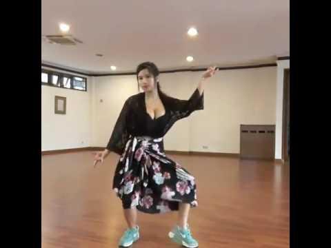 Vania Gemash Hot Sexy Dance ' Turun Naik Challenges