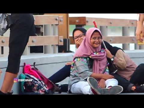 PRANK PAKE CELANA KETAT Di depan ORANG  - Prank Indonesia