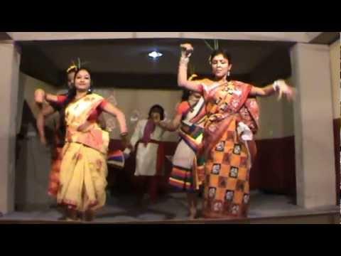 Chata dhoro he deora a tribal romantic dance in Deeshari Estate...