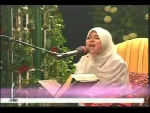 une jeune fille qui recite le coran machallah