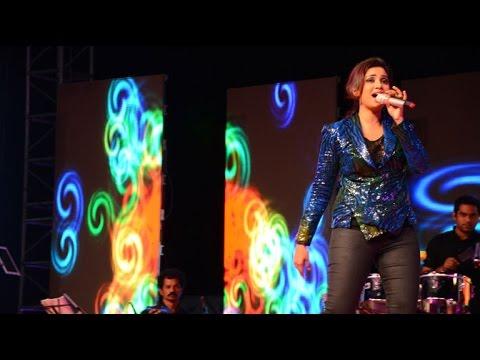 Shreya Ghoshal performs live for Chitralekha at Rajkot on October 19, 2014 – Part 2 Photo Image Pic