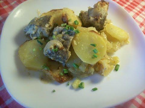 Хек запеченный с картофелем