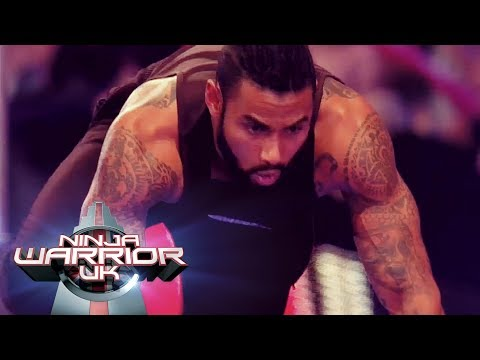 Jules Julien tussles with the log runner | Ninja Warrior UK