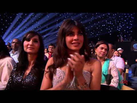 Madhuris magic at the Peoples Choice Awards 2012 - Full Performance...