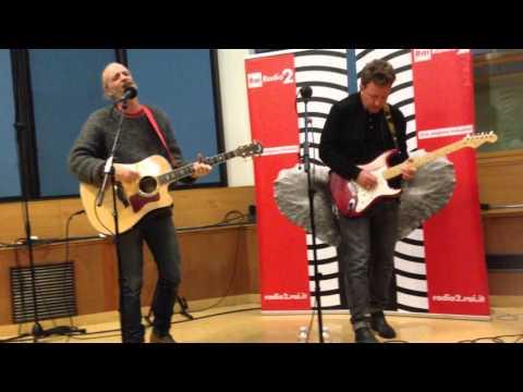 Closer - Travis live @ radio 2 live - Aprile 2016 Milano