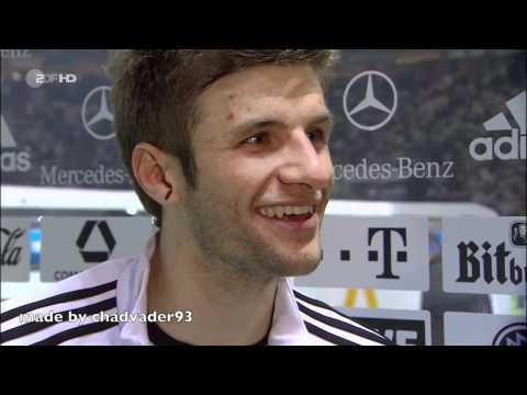 """Müller über Klose, """"der schon wieder abhebt"""" nachdem er getroffen hat - in HD beim Spiel gegen die Türkei am 8.10.2010 in Berlin."""