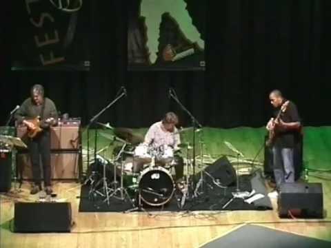 Allan Holdsworth Trio - Italy 2003 Part 1