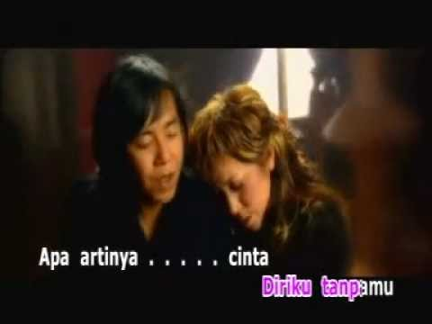 Melly Goeslow ft Ari Lasso Apa Artinya Cinta lirik Video Music Songs ...