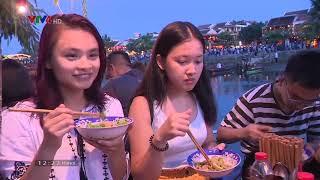 Kiều bào trẻ khám phá ẩm thực phố Hội