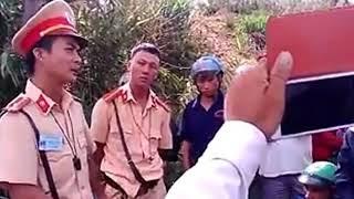 CSGT Đưa em gái xinh đi vào rừng cách bản 3km bị người dân đuổi bắt