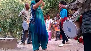 girl dance on dhol