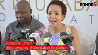 Jacqueline  Mengi akarabati maktaba ya shule ya msingi Kinondoni