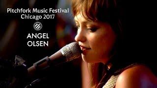 Angel Olsen - 「Pitchfork Music Festival 2017」フル・コンサート映像約55分を公開 thm Music info Clip