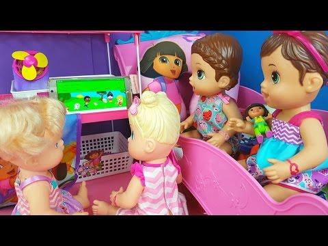 Vitória e Julinha Assistem Vídeo Baby Alive Minha Boneca