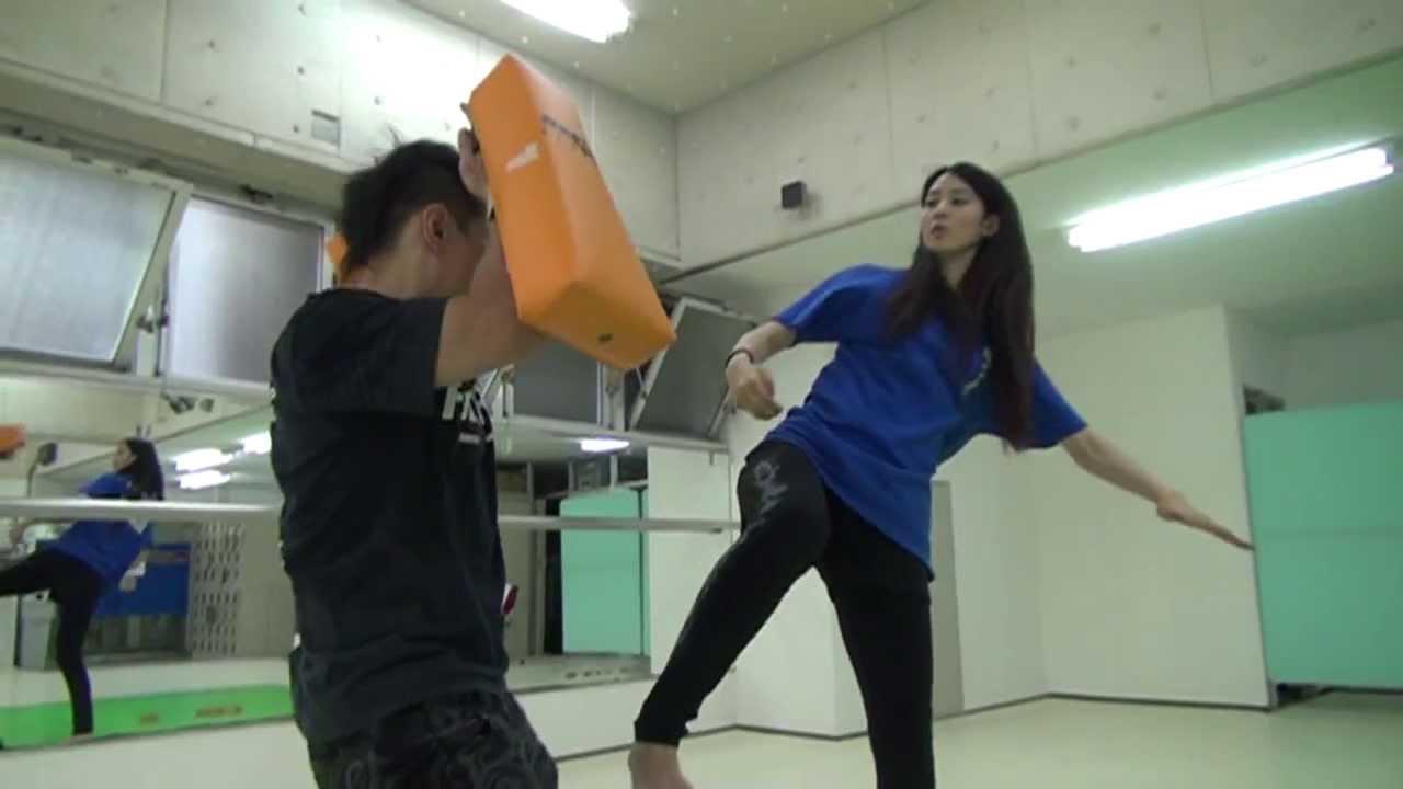 ハイキックしまくる美女、青野楓 / High Kick Beauty Kaede Aono