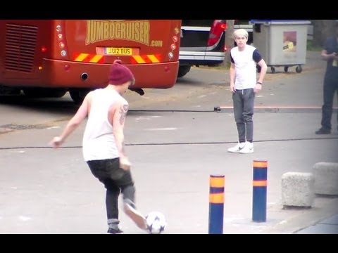Funny One Direction playing Football 29 april 2013 before Paris France Show Concert 1D