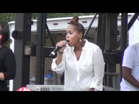 Mary Mary &quot;Shackles (Praise)&quot; live at Chicago Gospel Music Festival 2012