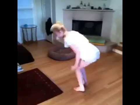 Elle Fanning (Personal video) - Dancing