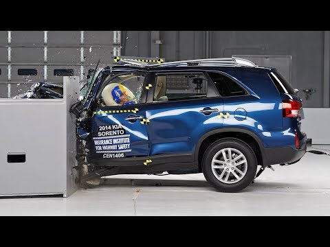 2014 Kia Sorento small overlap IIHS crash test