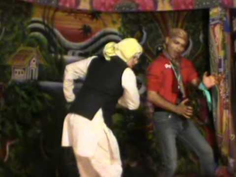 Mujhko Pahadi Mat Bolo With Dialogue video