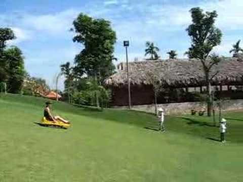 Trượt cỏ...