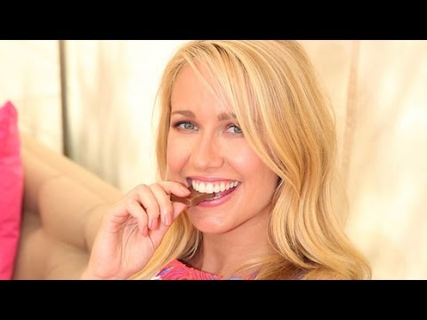 Anna Camp Talks Pitch Perfect 2 and Working With