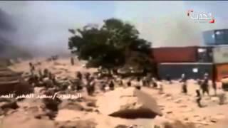 لحظة قصف الانقلابيين للمواطنين في جبل حديد بعدن