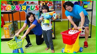 Pretend Play Toys R US Toy Hunt Shopping Challenge!!!!!!