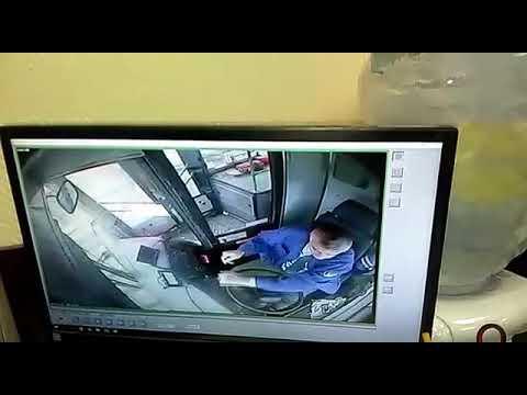 Видео кабины автобуса, который влетел в остановку на Сходненской