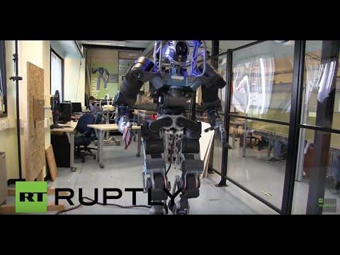 災害支援業務の為に開発しているヒューマノイド型ロボット