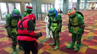 Ninja turtles dance to DJ deadpool @ Indy Pop Con