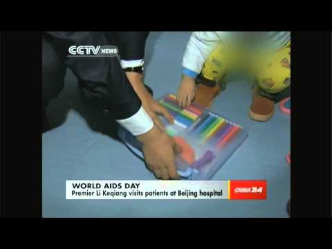 Premier Li Keqiang visits AIDS patients
