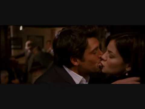 Made of honor kissing scene youtube - Scene di amore a letto ...